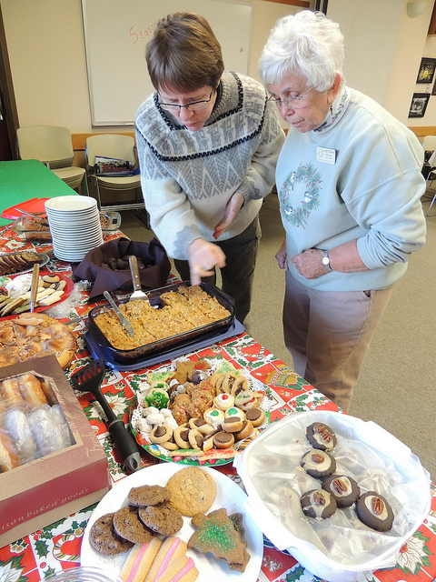 Getting together for good food and good company is part of what makes the holidays special for many people. You are invited to contribute your favorite dish to a potluck luncheon with Audubon Community Nature Center staff and volunteers on Thursday, December 19.